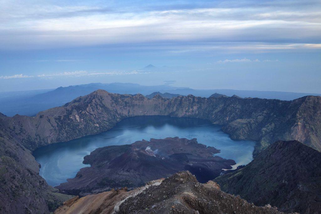 https://www.rinjanisenarutrekking.com/wp-content/uploads/2018/05/Mount-Rinjani-Trekking-on-Galery-2-1024x683.jpg