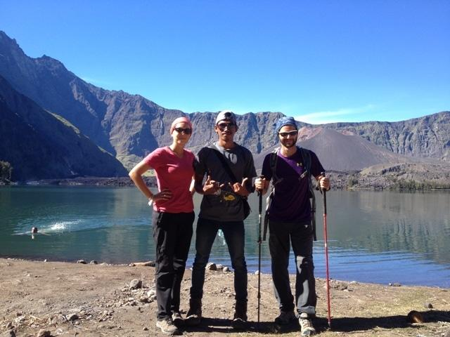 bas rinjani trekking with Singaporean